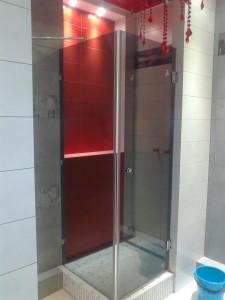 душевая кабинка в маленькой ванной