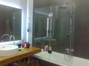 Прозрачное стекло для шторки на ванне