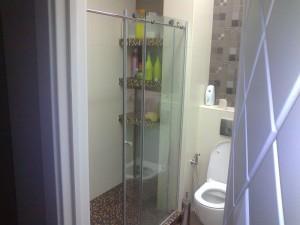 раздвижные двери прозрачные в душ
