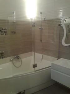 Стеклянная группа на ванну - распашные двери и перегородка