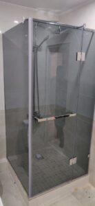 Душевая кабина темно-серое стекло графит