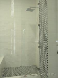 выбрать перегородку в ванную из стекла