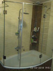 двери на ванну из закаленного стекла