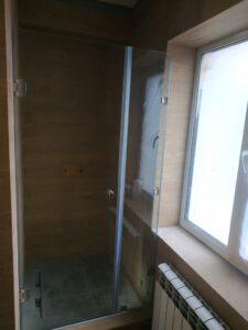 душевая кабина примыкание к окну