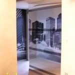 Зеркальная стена в прихожей