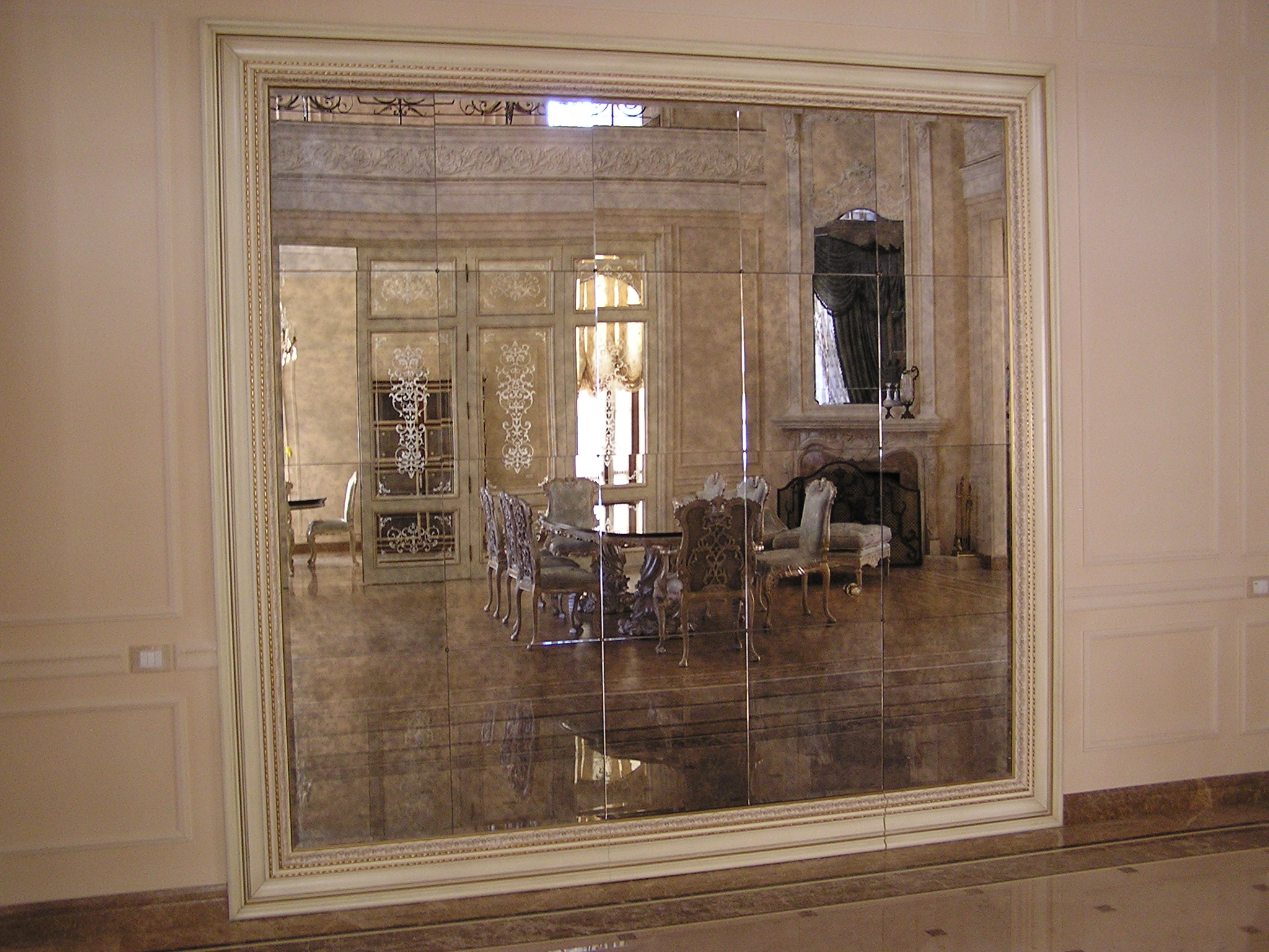 Большие зеркала в интерьере фото