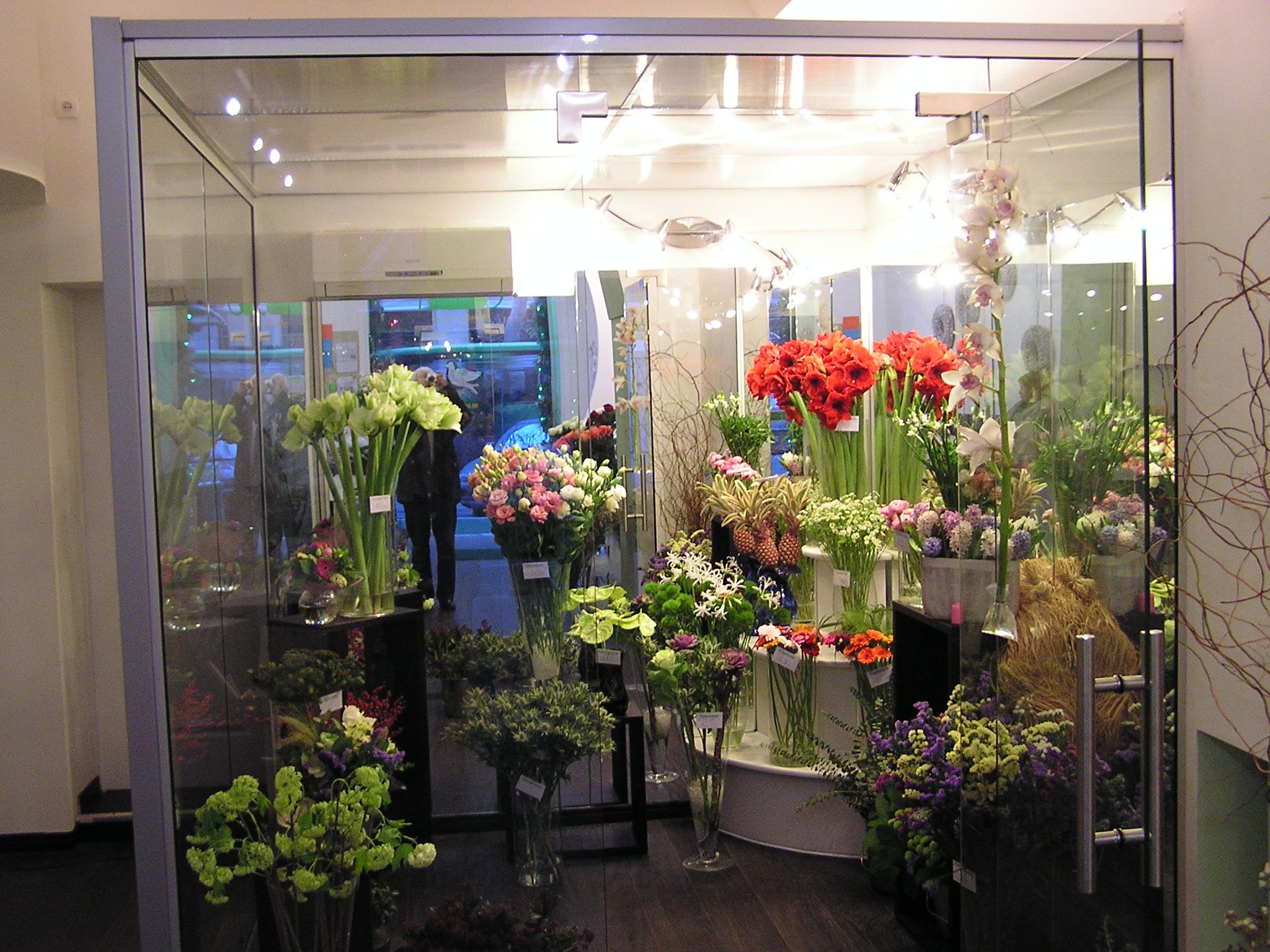 Холодильник для цветов стеклянный