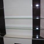 Стеклянные полки в санузле и ванной