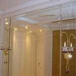 Зеркало в коридоре с фацетом и зеркальном обрамлении