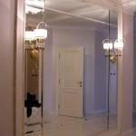 Большое зеркальное панно в прихожей