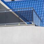 Ограждения из нержавейки и стекла террасы дома