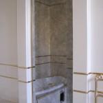 Состаренное зеркало в ванной