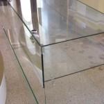цельный стеклянный прилавок