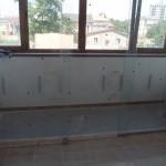Стеклянные двери и перегородки при выходе на балкон