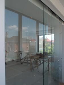 Межкомнатные перегородки из стекла