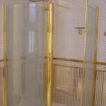 Фурнитура под золото в душевой кабине