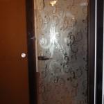 Межкомнатная стеклянная дверь с коробкой