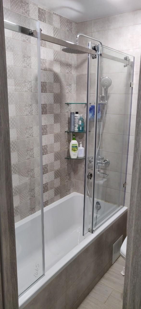 Стеклянная шторка на ванну раздвижная трехсекционная